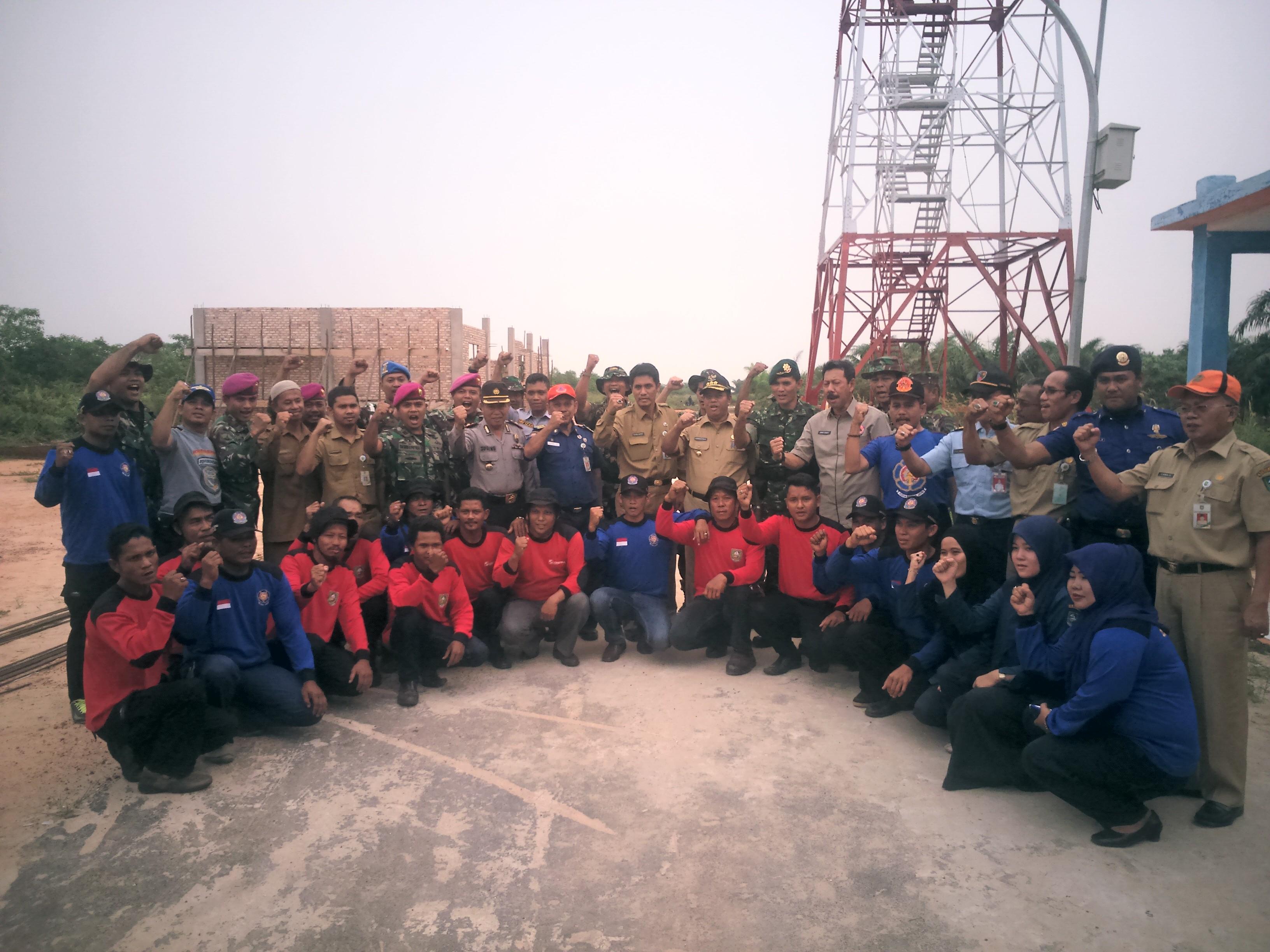 foto bersama dengan komandan satrgas karlahut